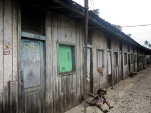 Piantagione di Diogo Vaz, le baracche in cui vivono i lavoratori   (foto Giorgio Pagano)