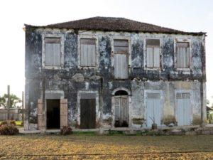 Principe, Terreiro Velho, l edificio da ristrutturare dove vive Claudio Corallo, il re del cioccolato (2015)    (foto Giorgio Pagano)