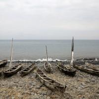 Santa Catarina,la spiaggia con le canoe dei pescatori