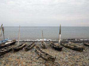 Santa Catarina, la spiaggia con le canoe dei pescatori